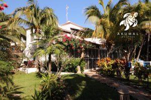 Villa Lijeson, La Sirena 15: The view of the villa from the beach paseo