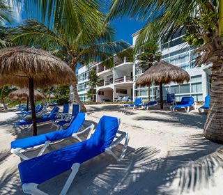 The white sand and blue beach loungers of La Sirena's beach await you!