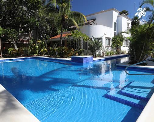 La Sirena's pool is fully tiled in Caribbean blue.