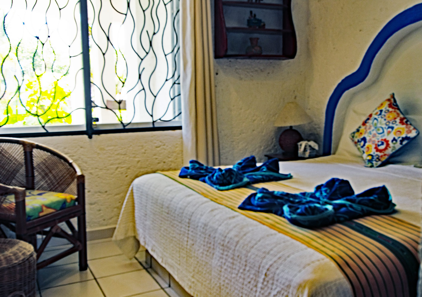 LauritaMar, La Sirena 2: The 2nd Bedroom is Light and Airy with a Full King Bed