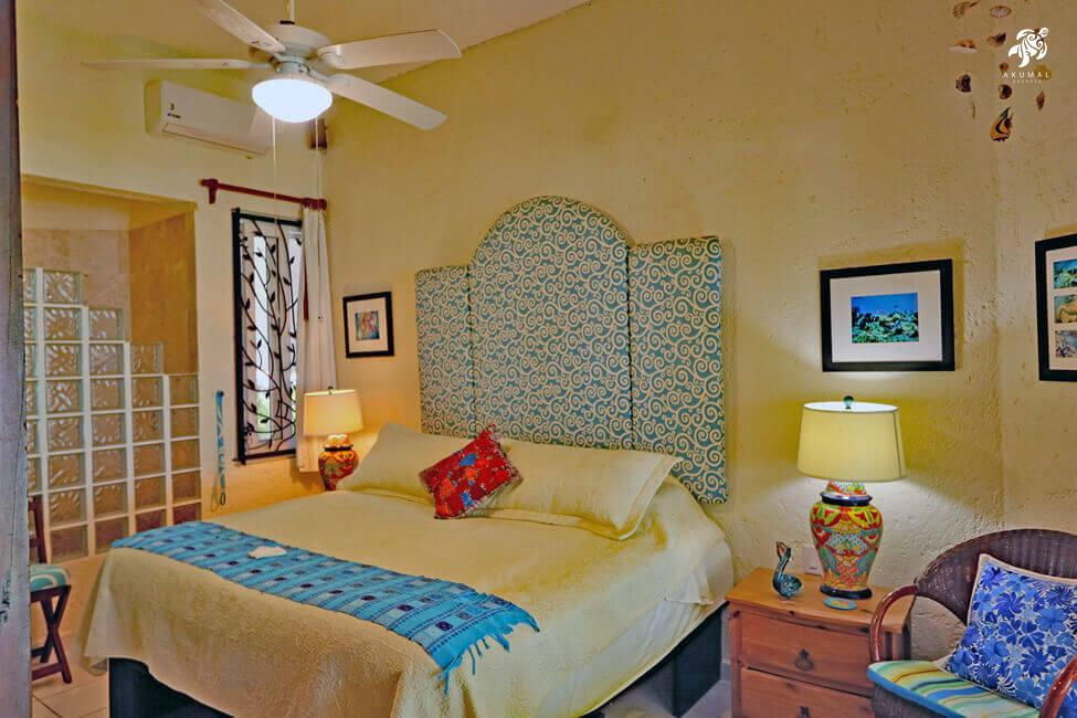 Seascape, La Sirena 1: The master bedroom with its king sized bed wrapped in luxury linens