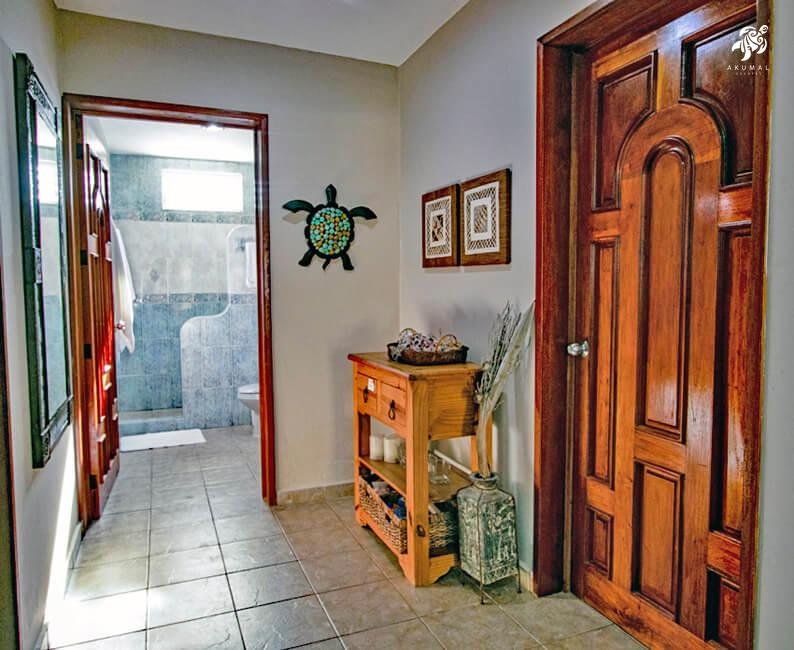 Villa Jardin, La Sirena #16, the center hallway with the 2 downstairs bedrooms flanking the large bath
